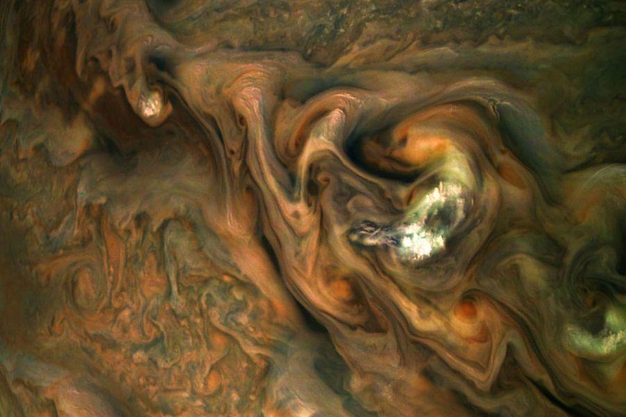 Le ciel de Jupiterimmortalisé par la navette Juno.