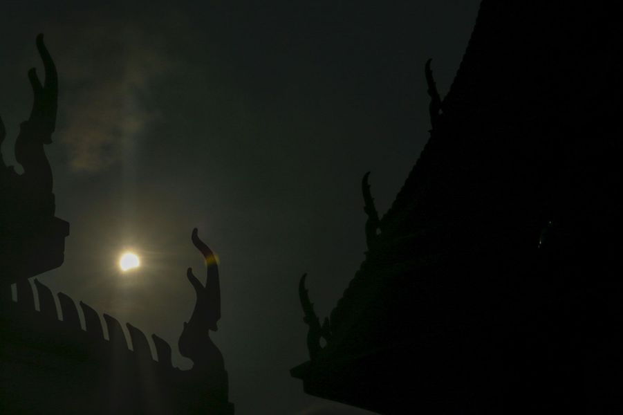 Et la lune cacha le soleil