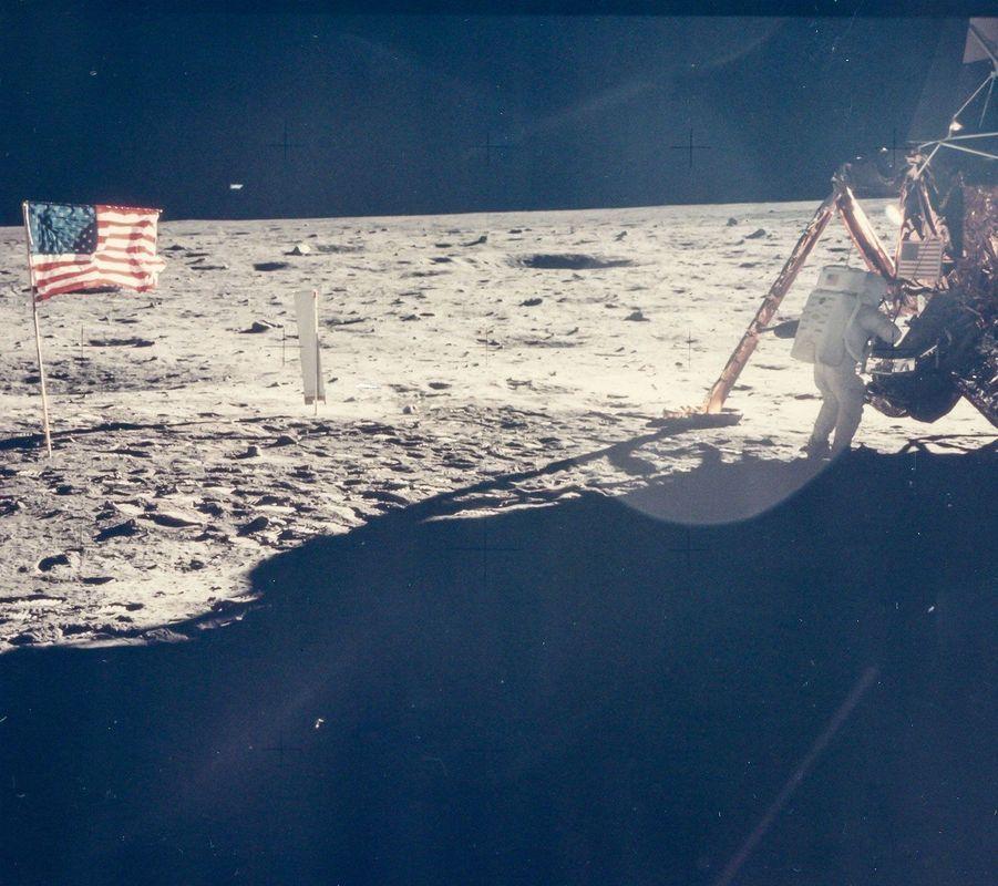 Buzz Aldrin photographie Neil Armstrong sur la Lune
