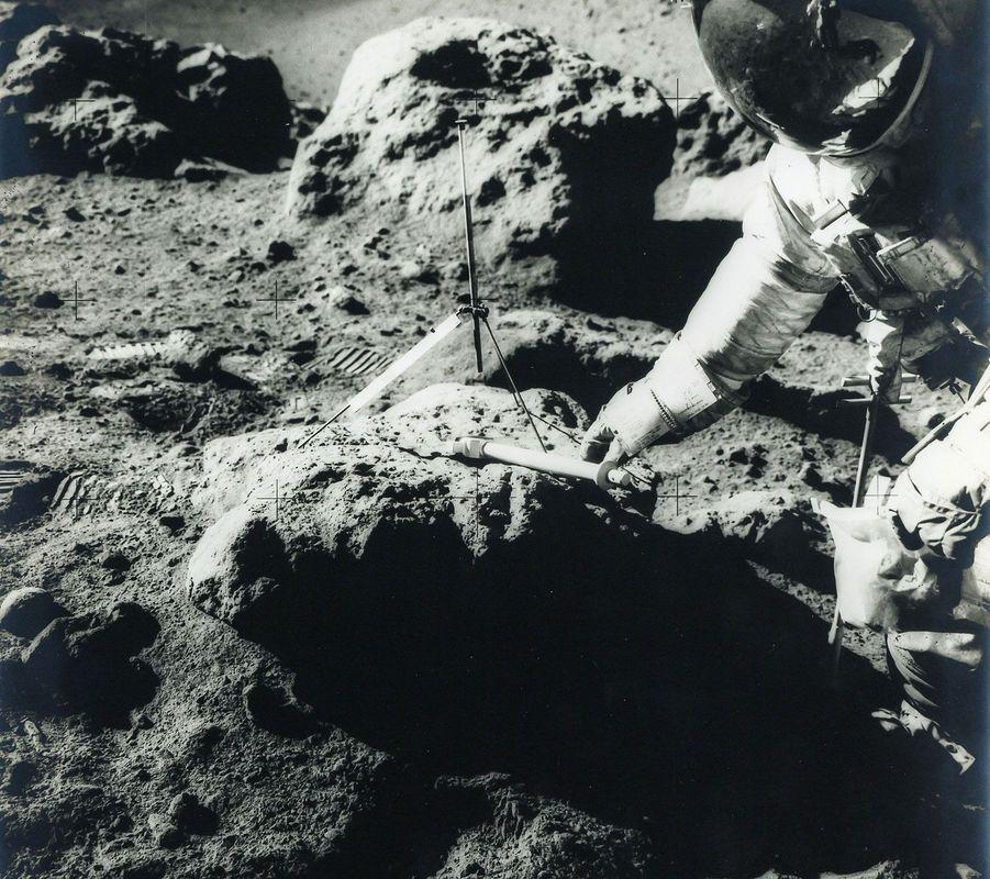 David Scott au cours de la mission lors d'Apollo 15 en août 1971
