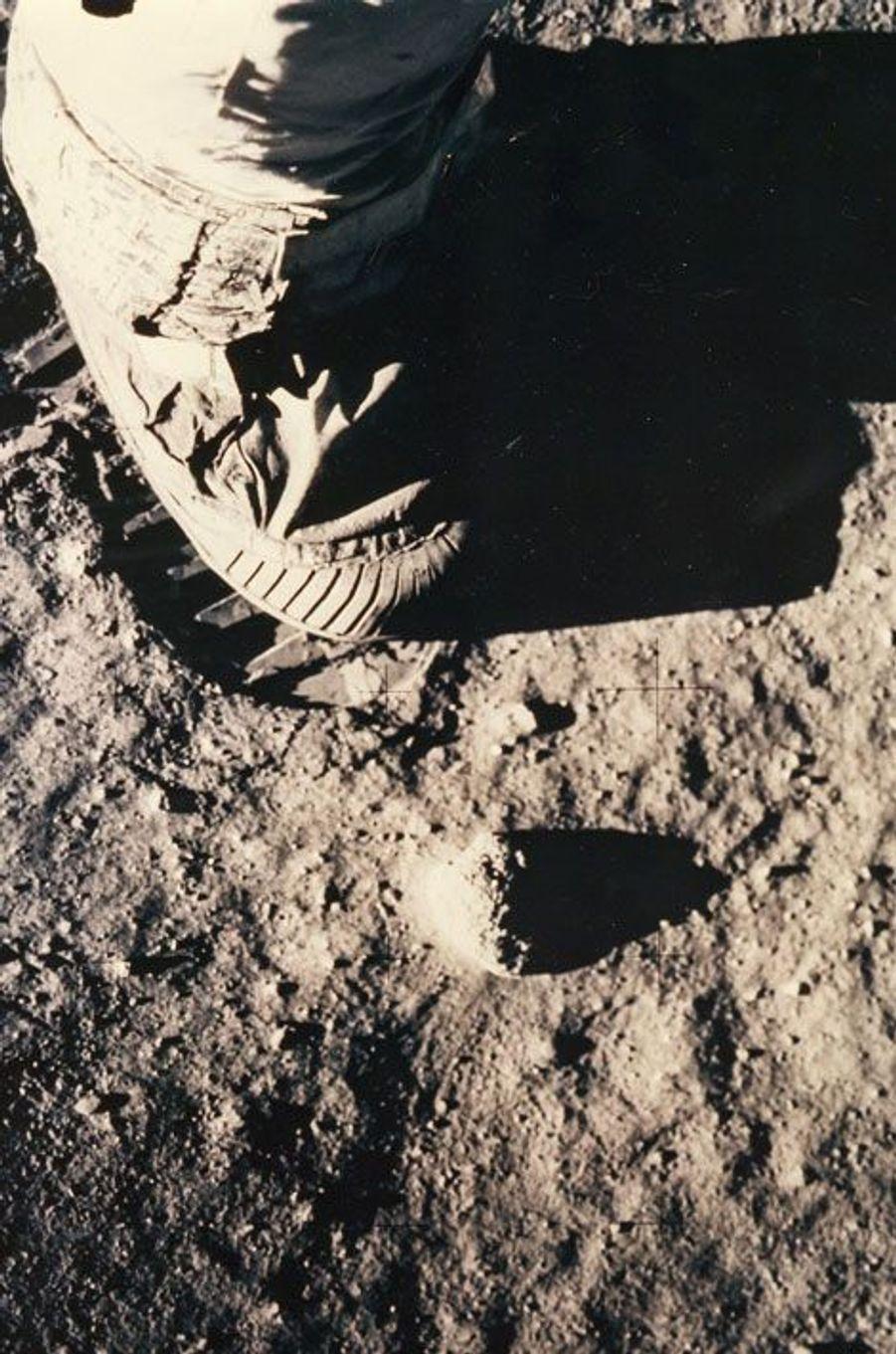La botte de Buzz Aldrin et la trace laissée sur son passage