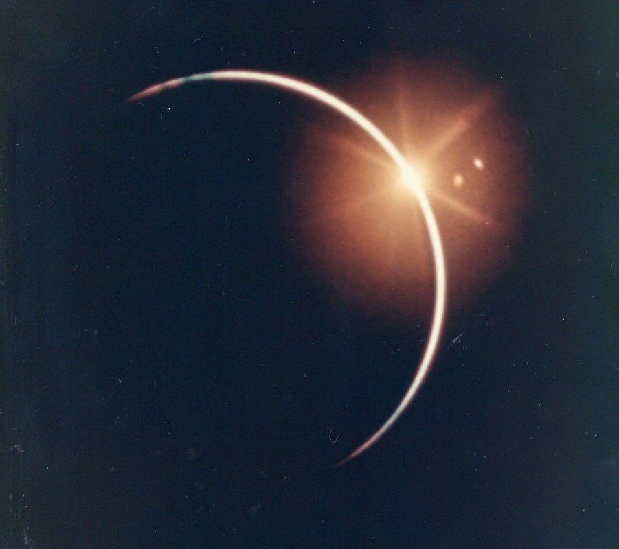 La Terre éclipse le Soleil. Voyage retour de la mission Apollo 12, 1969