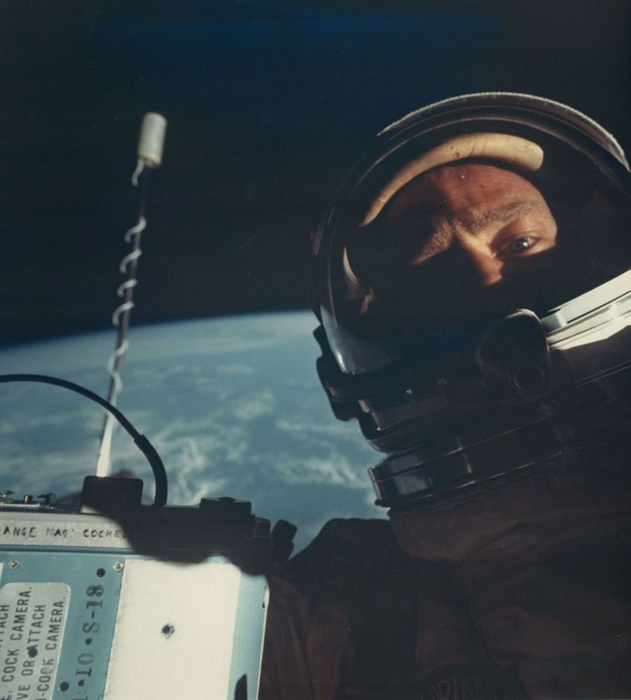 Le premier autoportrait de l'espace, pris par Buzz Aldrin en novembre 1966
