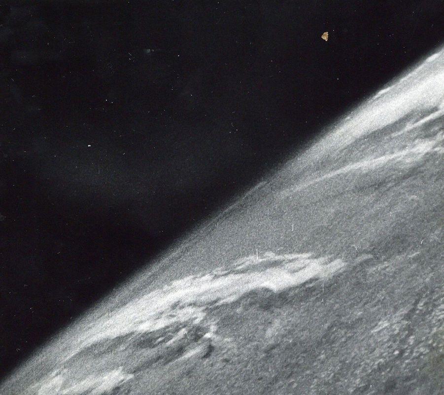 Première photo prise dans l'espace, octobre 1946