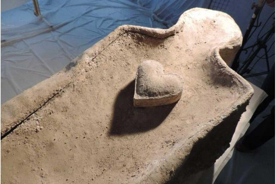 Le cardiotaphe sur son cercueil de plomb, 2014.