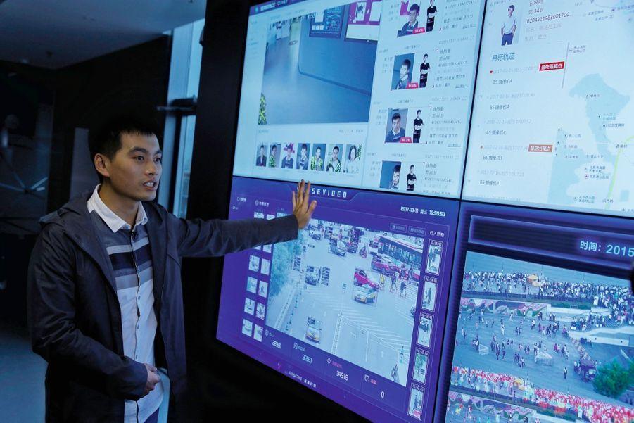 Xu Chiheng, cofondateur de SenseTime qui a mis au point un système d'identification des passants et voitures. Taux d'erreur : 0,001 %.