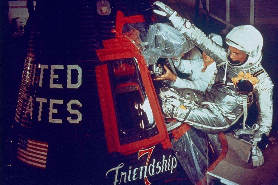 John Glenn entre dans la capsule Friendship 7, le 20 février 1962