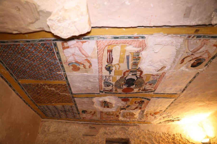 Lesdécouvertes, réalisées par des missions archéologiques égyptienne et française, ont été présentées à la presse devant le célèbre temple funéraire de la reine Hatchepsout.