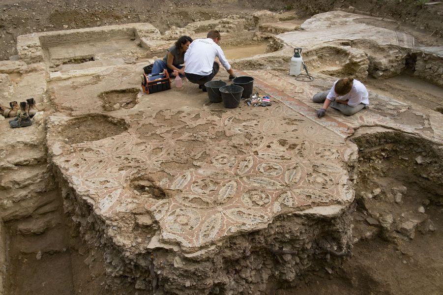 La demeure, longue de 28 mètres et large de 10 mètres, a été bâtie durant la première moitié du 1er siècle.