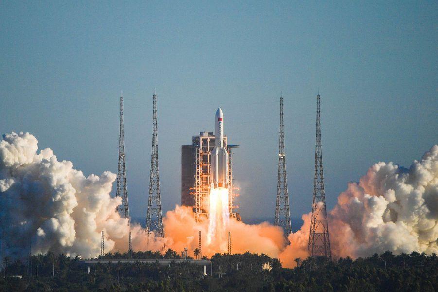 L'engin a été propulsé depuis la base de Wenchang, sur l'île de Hainan (sud) à l'aide d'une fusée Longue-Marche 5B, la plus puissante du pays et dont c'était aussi le vol inaugural, a annoncé l'agence de presse Chine nouvelle.