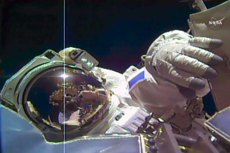 Thomas Pesquet durant sa deuxième sortie suborbitale.