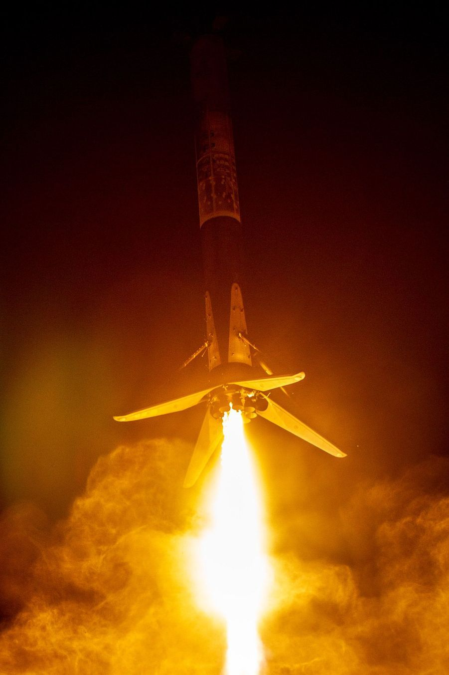 Lors du décollage de Falcon 9, dimanche 7 octobre 2018, à laVandenberg Air Force Base (Californie).