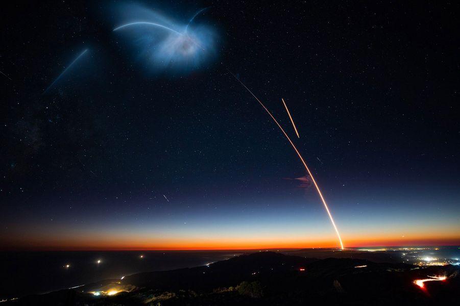 Lors du décollage de Falcon 9, dimanche 7 octobre 2018, à la Vandenberg Air Force Base (Californie).