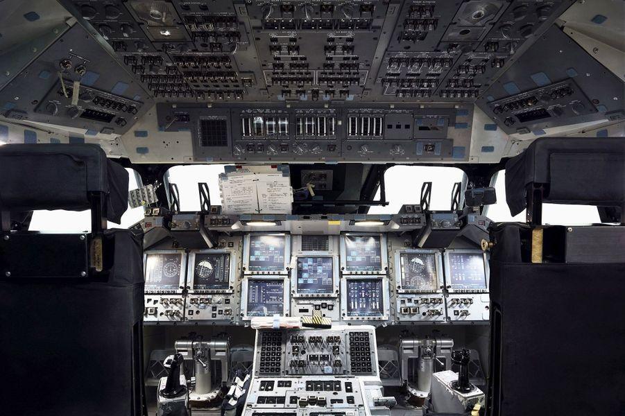 Cockpit d'une navette spatiale.