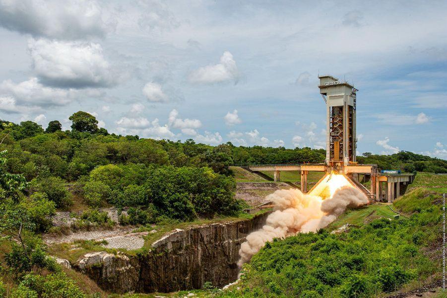 Octobre. Premier essai moteur pour la fusée Ariane 6.