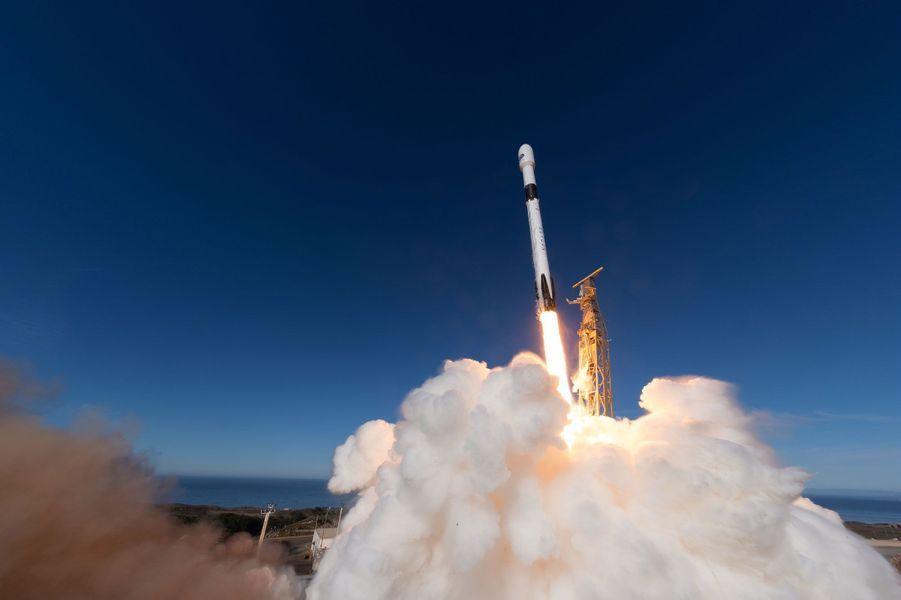 Novembre. Le satellite Copernicus Sentinel-6 a été lancé le 21 novembre 2020 depuis la base de Vandenberg en Californie, aux États-Unis.
