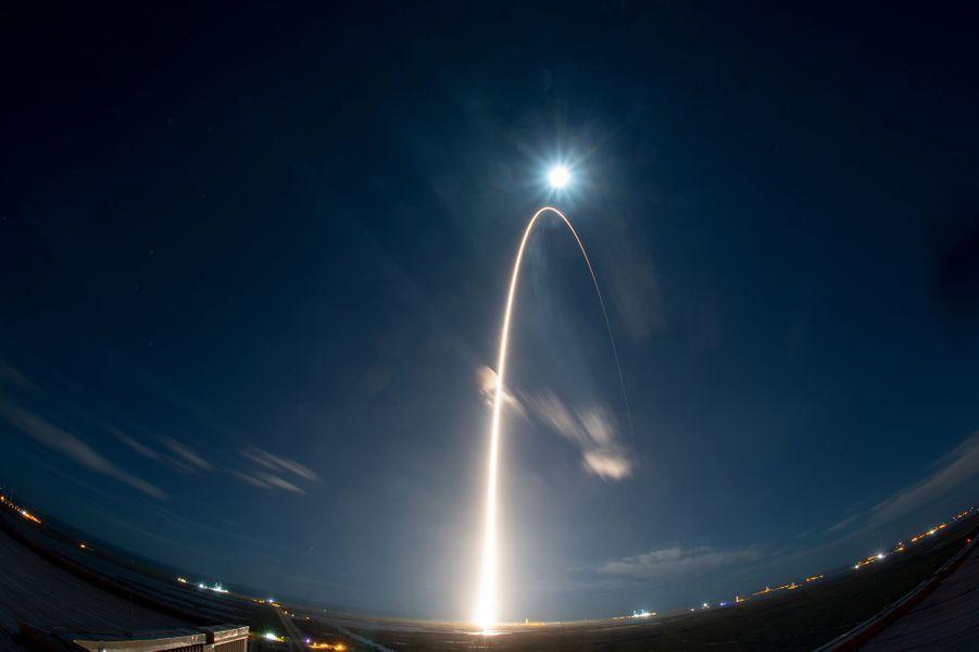 Février. Le 10 février dernier, la sonde Solar Orbiter a été lancée de Cap Canaveral en Floride pour rejoindre le Soleil.