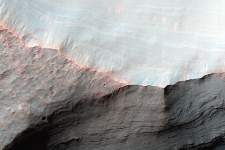 Le cratèreSaheki sur la planète Mars