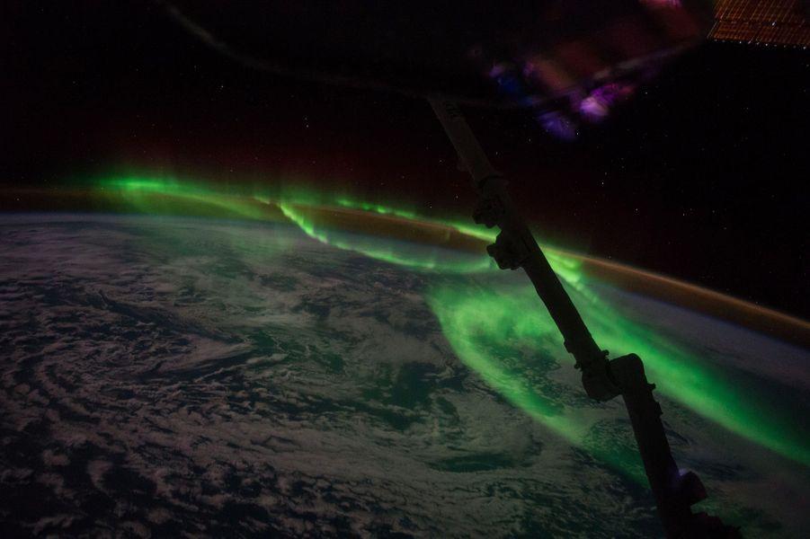 La danse des aurores boréales au-dessus de l'Australie