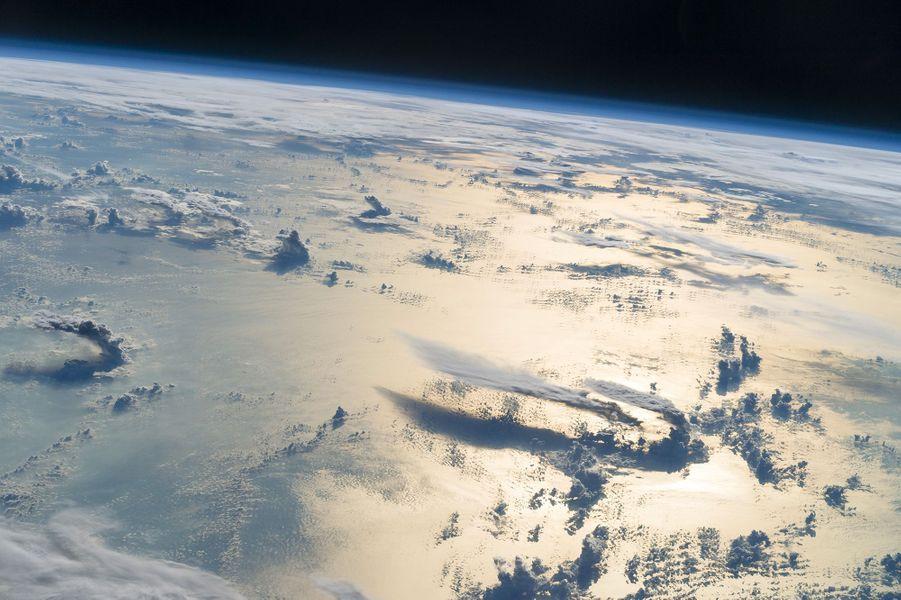 Nuages au-dessus de la mer des Philippines