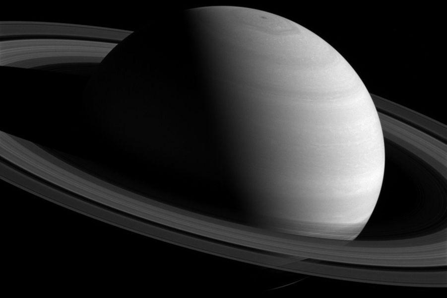 La planète Saturne, immortalisée par la sonde Cassini