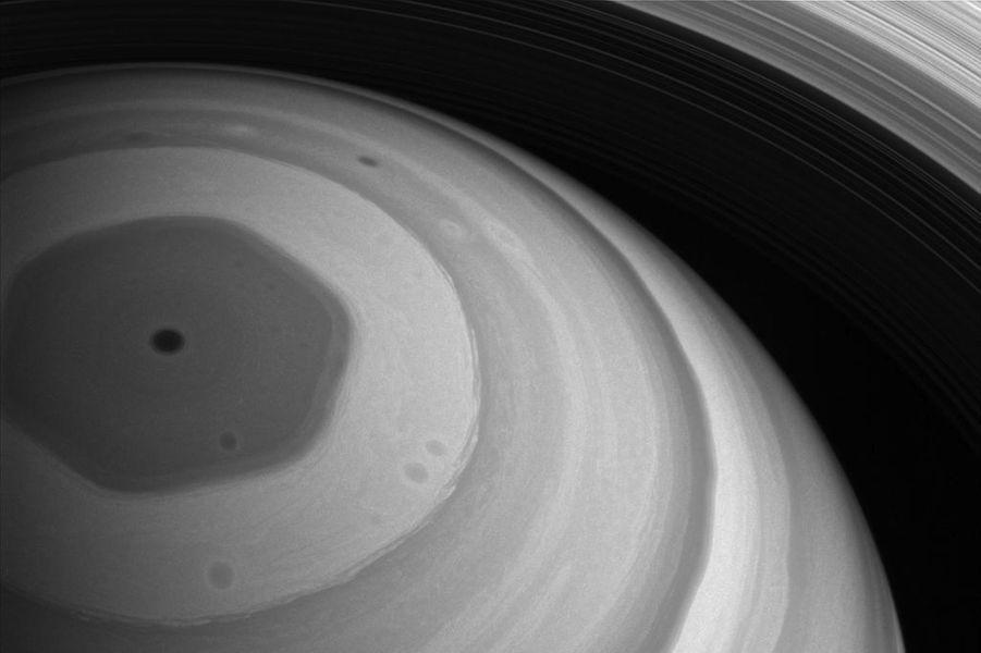 Le mystérieux hexagone de Saturne
