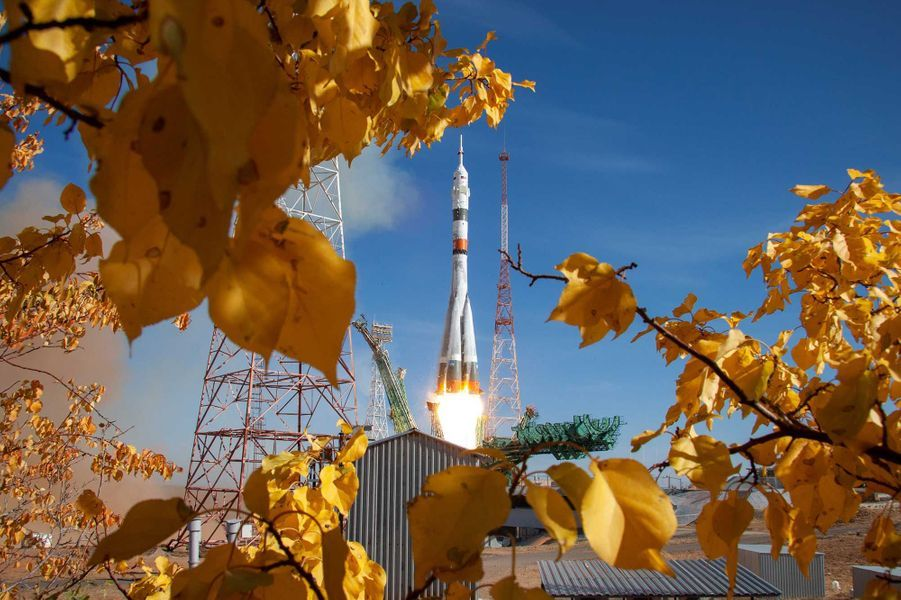 Parti du cosmodrome russe de Baïkonour, au Kazakhstan, le vaisseau Soyouz MS-17 dans lequel avaient pris place Kathleen Rubins, Sergueï Ryjikov et Sergueï Koud-Svertchkov s'est amarré à la Station orbitale trois heures plus tard. Un record !
