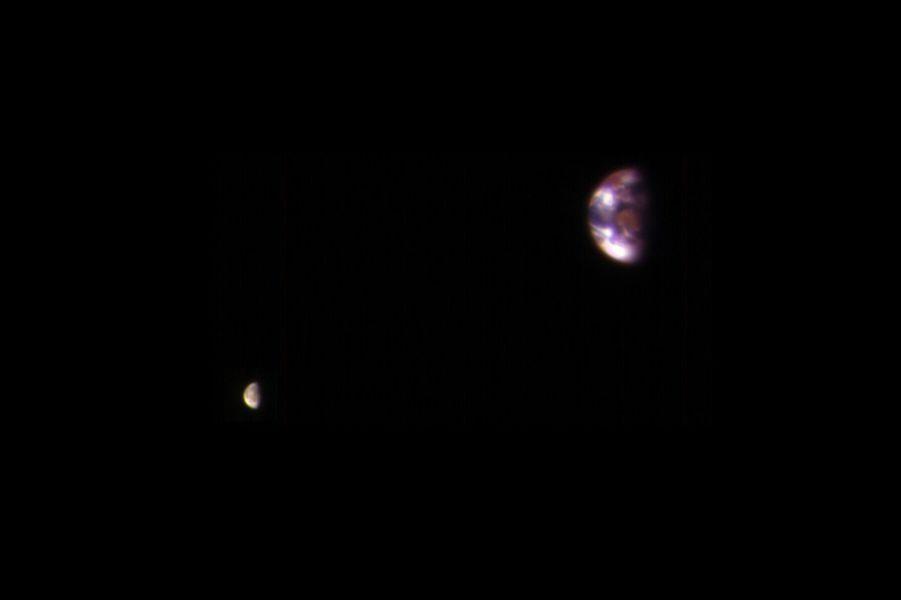 En bonus: la Terre et la Lune sur la même image
