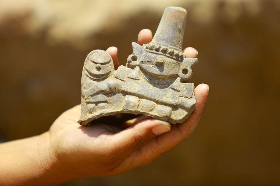 Une sculpture découverte sur lesite archéologique de Huaca de la Cruz.