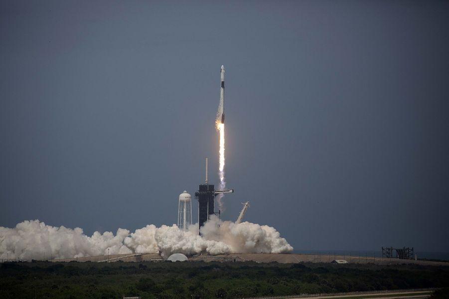 C'est une grande première pour SpaceX. Le décollage du premier vol habité s'est parfaitement passé.