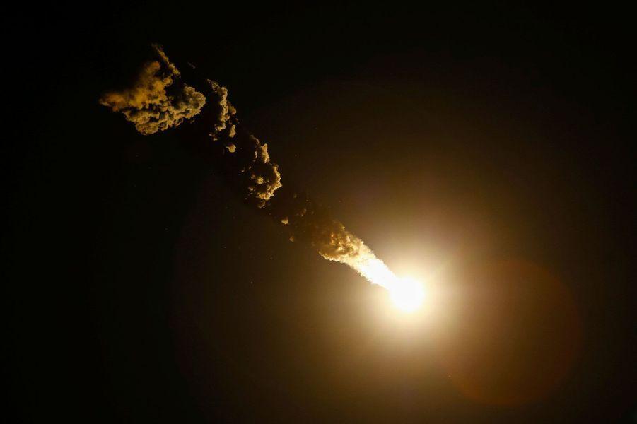 La capsule Soyouz MS-03, dans laquelle se trouvent les astronautes, va rejoindre l'ISS