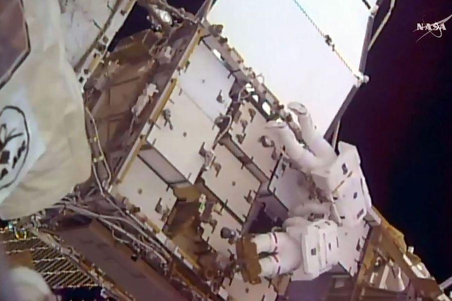 L'astronaute français Thomas Pesquet a effectué ce vendredi 13 janvier 2017 sa première sortie dans l'espace.