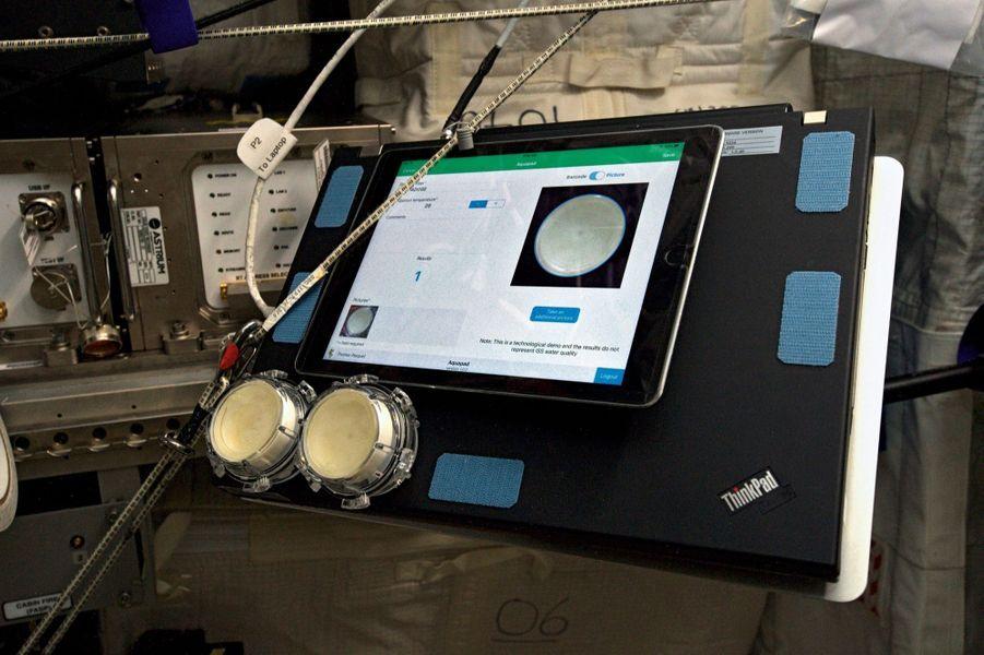 Aquapad permet de contrôler la qualité de l''eau embarquée, recyclée à partir de la sueur et des urines.