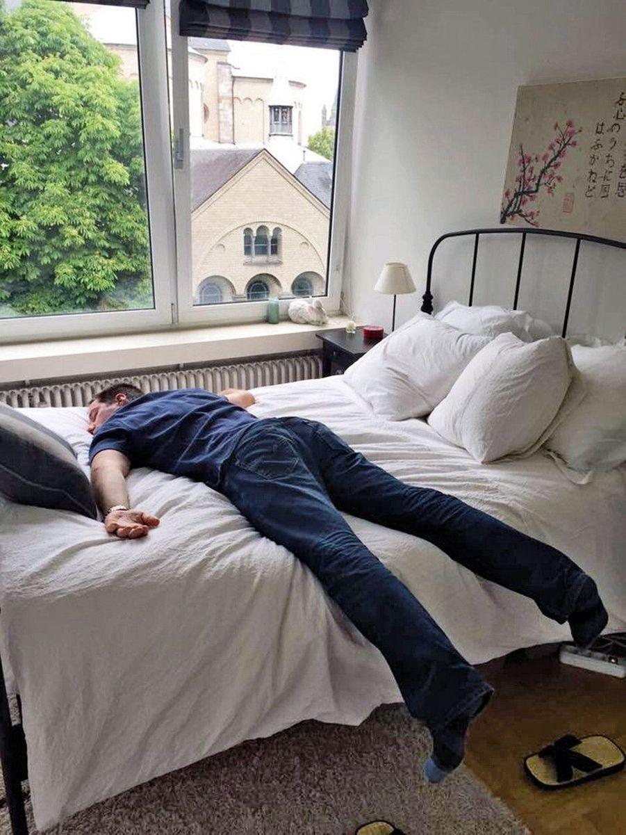 « La gravité a parfois du bon : ravi de retrouver mon lit. » A Cologne, le 4 juin.