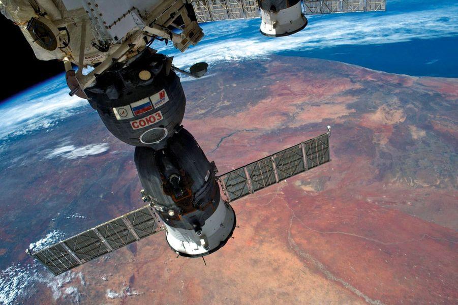 Au-dessus du désert. Depuis l'ISS, où est arrimé le vaisseau Soyouz. Le 9 décembre 2016.