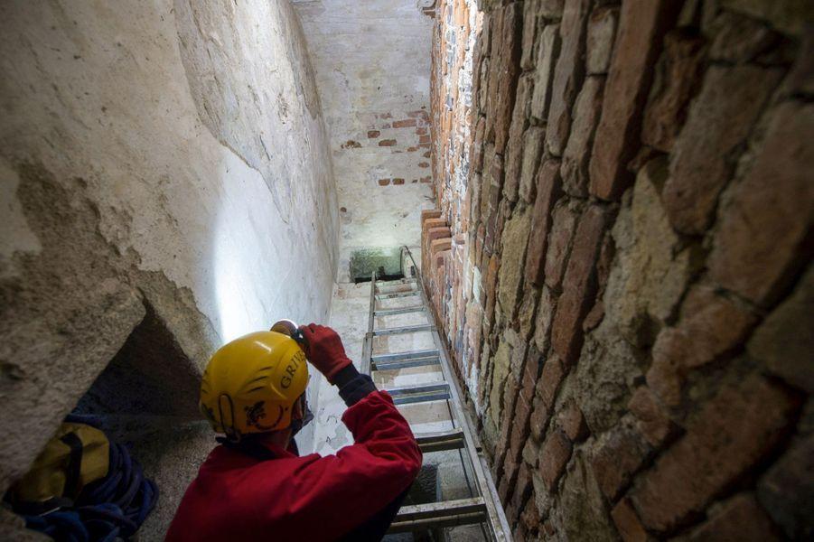 La cachette de la relique était presque inaccessible et indétectable, en l'absence d'archives, détruites au XVIe siècle.