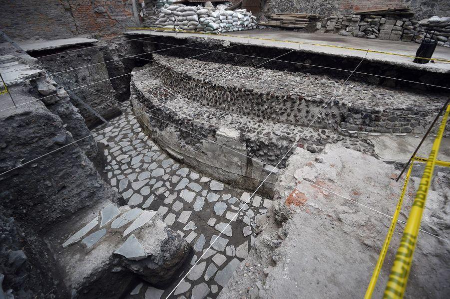 Le temple,dédié au dieu du vent Ehecatl-Quetzalcoatl, comprenait un terrain sur lequel des sacrifices humains étaient accomplis.