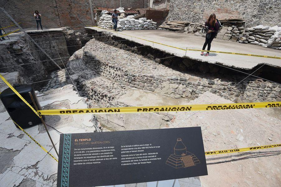 Le temple, dédié au dieu du vent Ehecatl-Quetzalcoatl, comprenait un terrain sur lequel des sacrifices humains étaient accomplis.