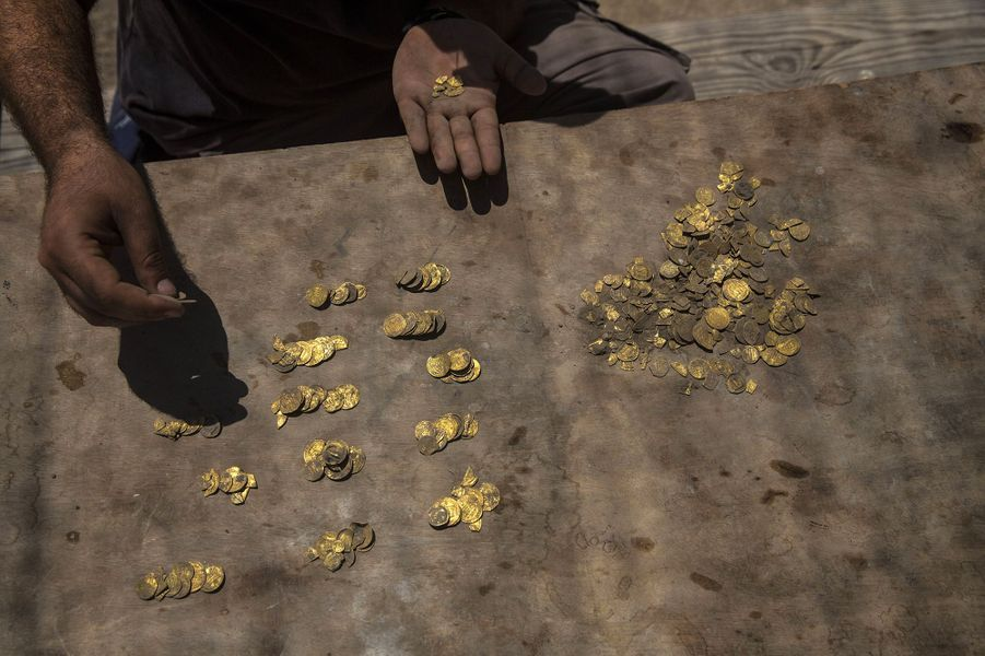 Le trésor mis au jour mi-août au centre de l'Israël se compose de 425 pièces d'or datant du IXe siècle.