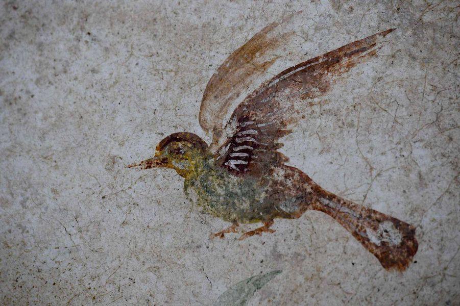 Le sanctuaire est décoré de peintures naturalistes. On y voit des arbres, des serpents, un sanglier, un félin, un cheval, des oiseaux...