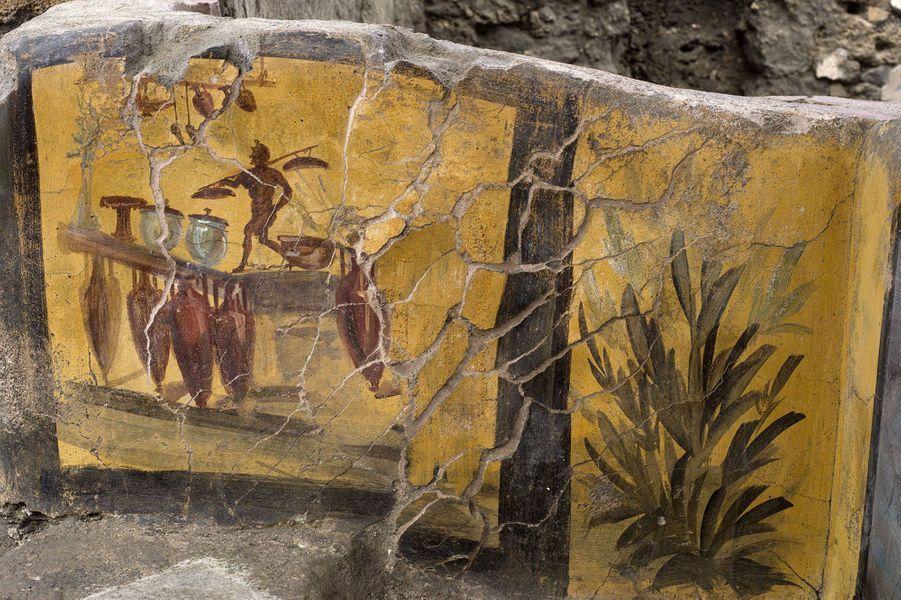 Outre une fresque déjà connue représentant une Néréide (nymphe marine) sur un cheval, les chercheurs ont retrouvé, peints dans des couleurs vives, des animaux, en particulier de la volaille et des canards colvert qui devaient être consommés avec du vin ou des boissons chaudes.