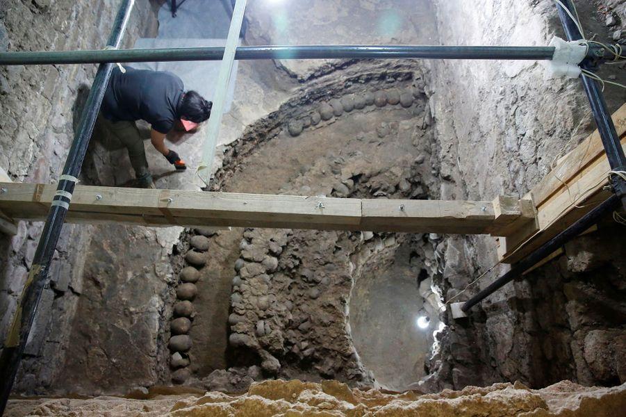 La tour serait un ancien édifice aztèque datant du 16e siècle.