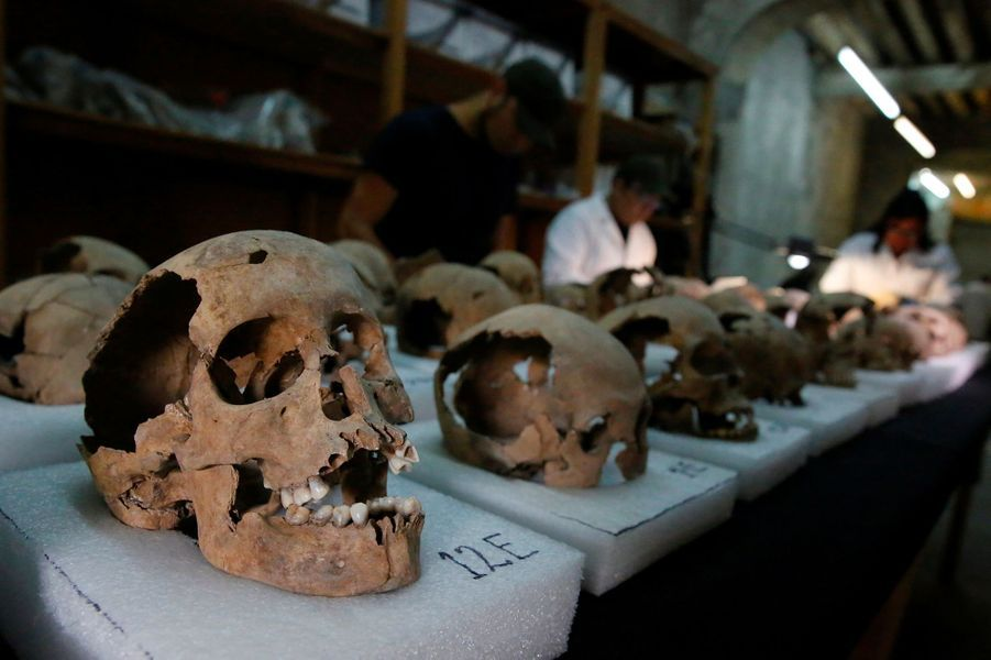 Des crânes d'enfants et de femmes composaient la tour.