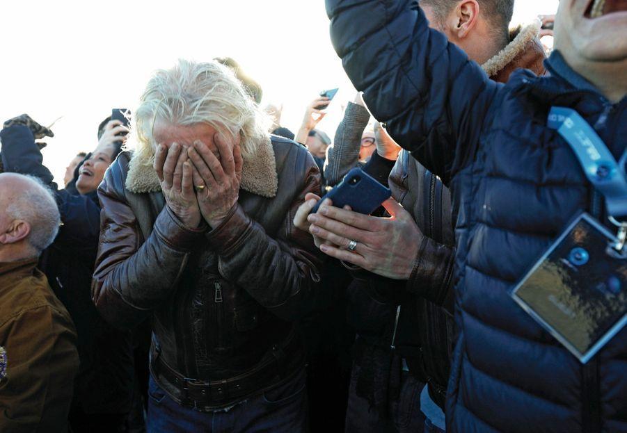Richard Branson est terrassé par l'émotion.