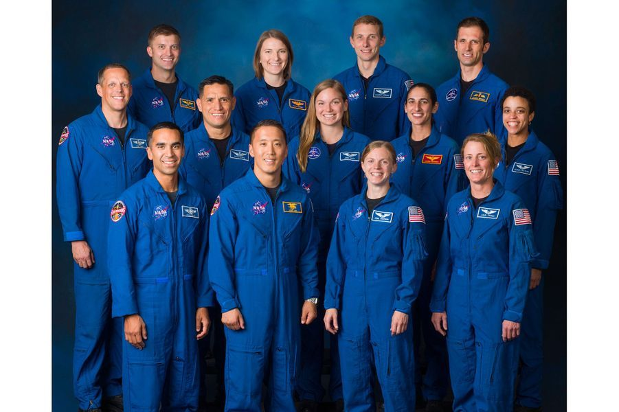 Sur 18.000 candidats, laNasaa sélectionné 12astronautes-candidats en 2017. Au total, l'Agence spatiale américainecompte désormais 48astronautesactifs.