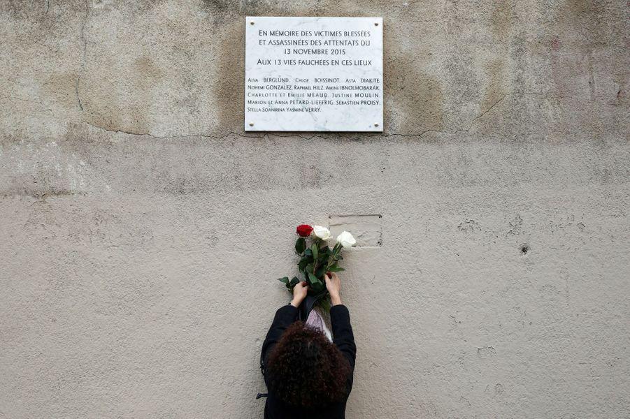 Hommage aux victimes des attaques du Carillon et du Petit Cambodge.