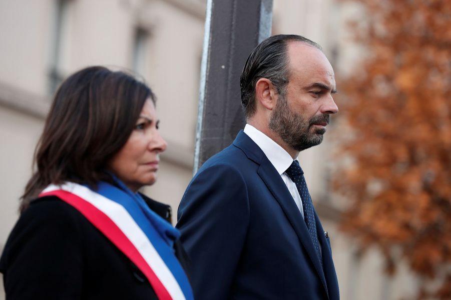 Anne Hidalgo et Edouard Philippe lors de la cérémonieau Carillon et au Petit Cambodge.