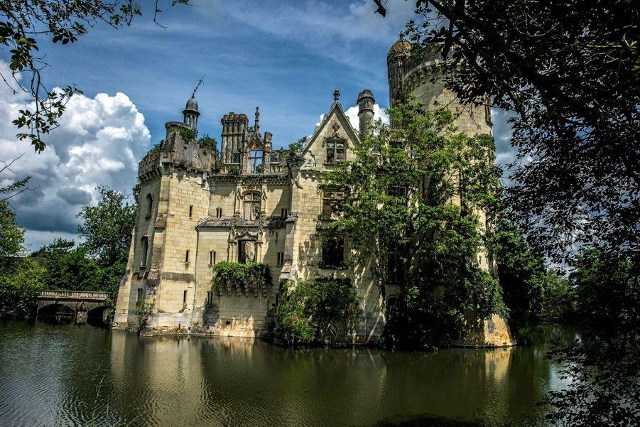 La château de la Mothe-Chandeniers, sauvé par l'adoption.