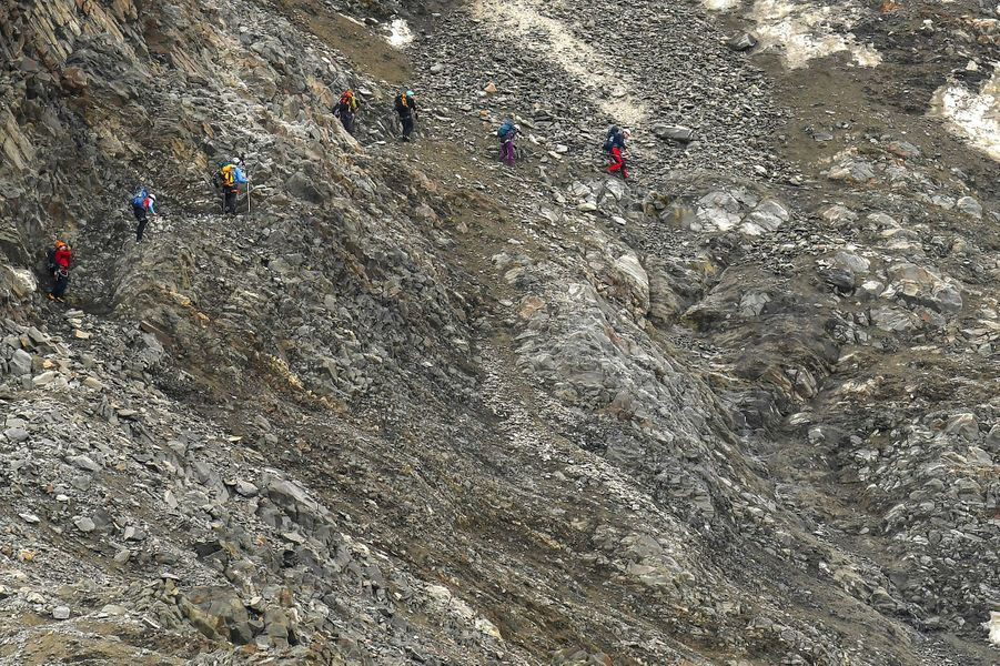 Les marcheurs qui crapahutent sur le Mont-Blanc doivent redoubler de vigilance.Le préfet de Haute-Savoie a annoncé la présence d'un risque important de chutes de pierres dû à la canicule.