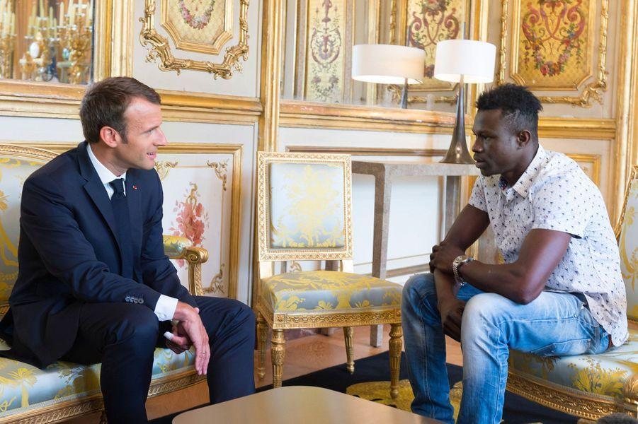 Mamoudou Gassama, le Malien qui a sauvé un enfant samedi à Paris, a été reçu par Emmanuel Macron à l'Elysée.